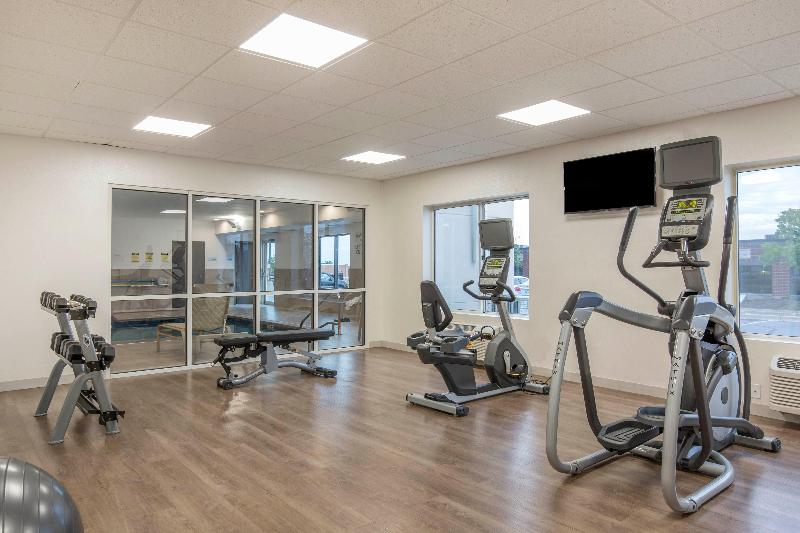 Sports and Entertainment Holiday Inn Express & Suites Chicago West - St Cha