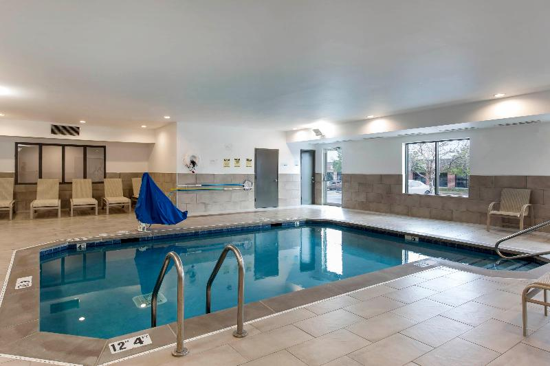 Pool Holiday Inn Express & Suites Chicago West - St Cha