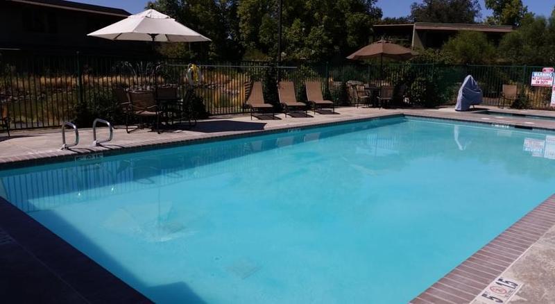 Pool Gaia Hotel & Spa Redding, An Ascend Hotel