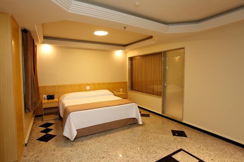 Elegance Hotel - Room - 8