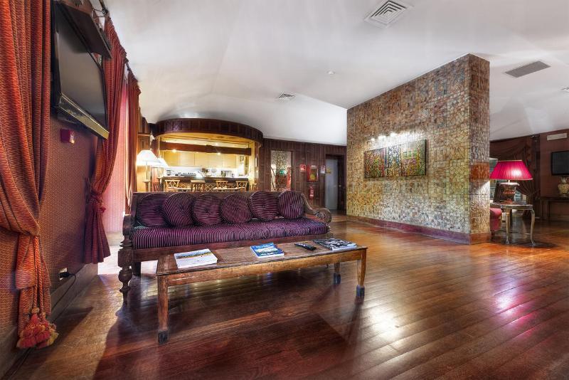 Lobby Hotel Colony