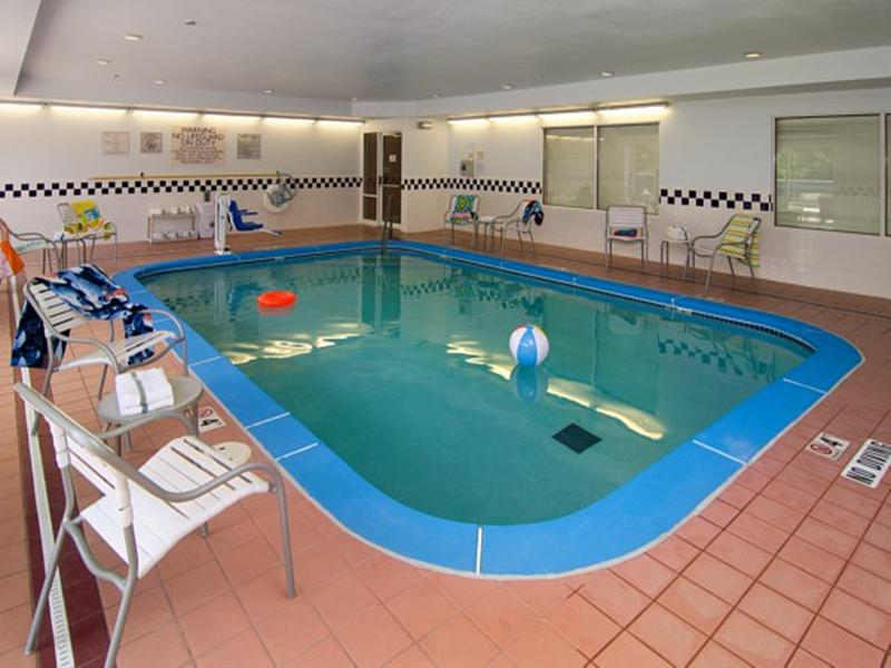 Pool Fairfield Inn St. Louis Fenton