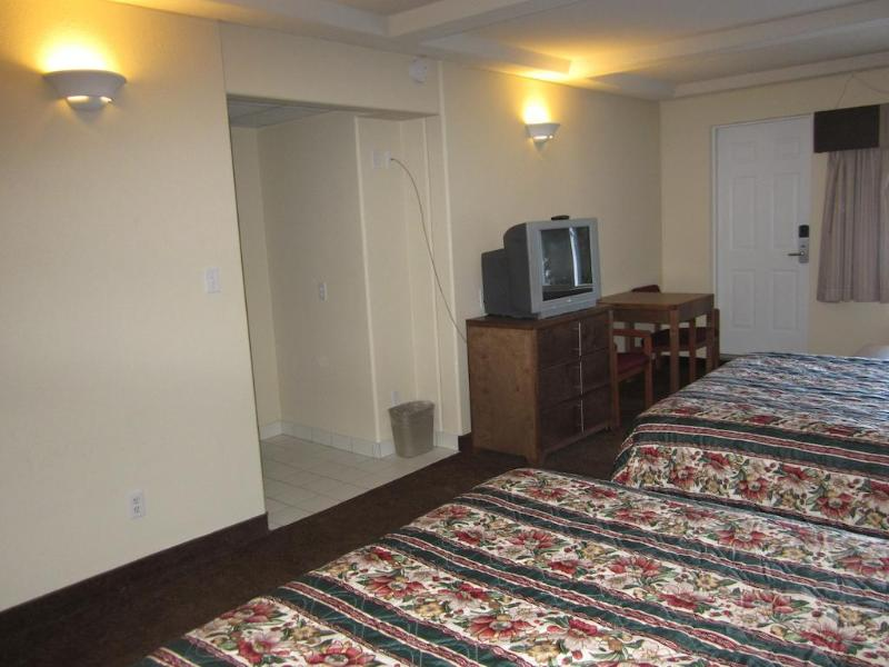 Clearwater Lodge - Hotel - 0