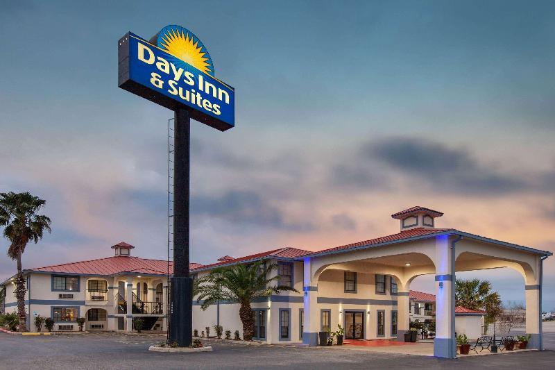 General view Days Inn & Suites By Wyndham Braunig Lake