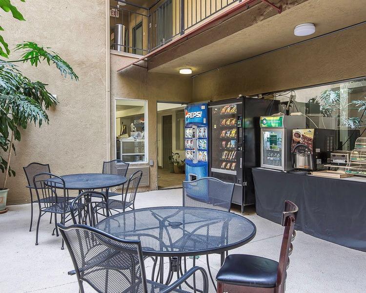 Restaurant Quality Inn San Diego Downtown North