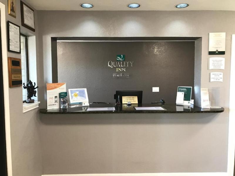 Lobby Quality Inn I-10 East Near At&t Center