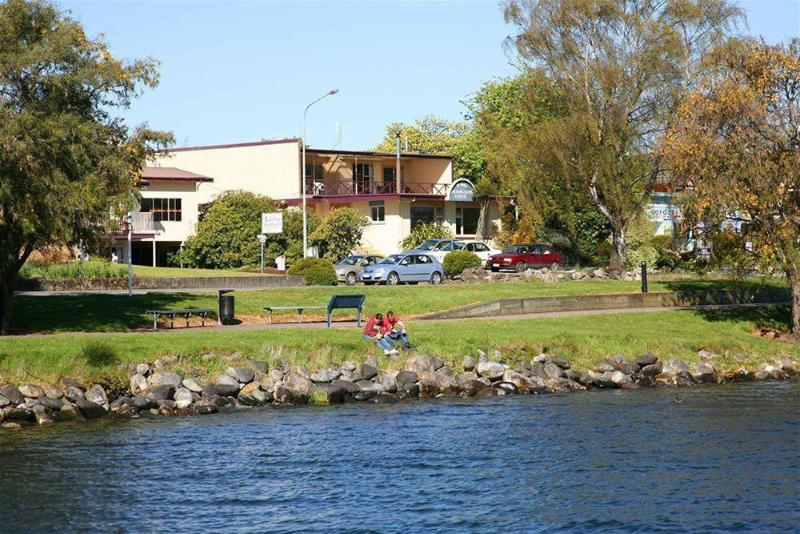 General view Te Anau Lakefront Backpackers