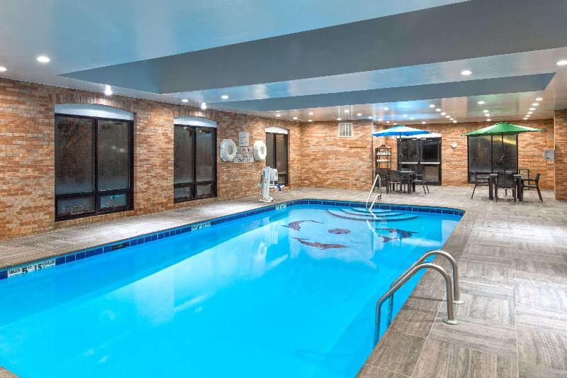 Pool Wingate By Wyndham Columbus
