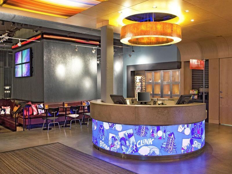Lobby Aloft Chesapeake