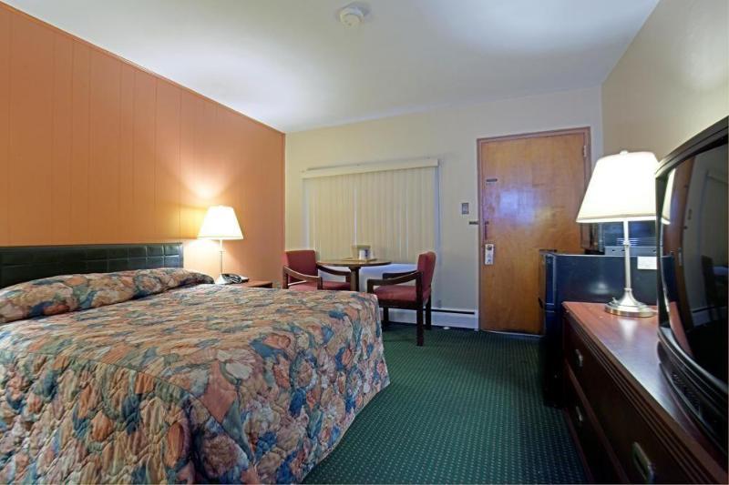 General view Americas Best Value Inn Bradford