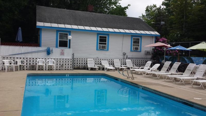 General view Weirs Beach Motel & Cottages