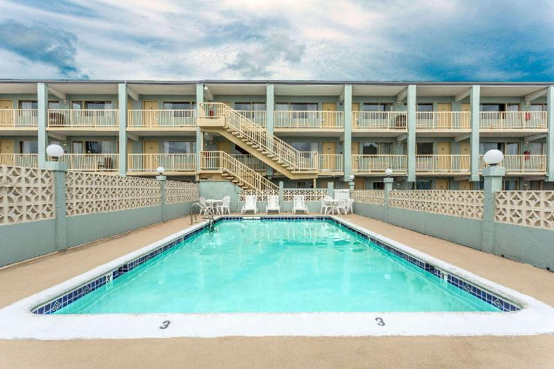 Pool Travelodge By Wyndham Virginia Beach