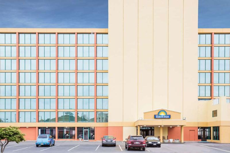 General view Days Inn By Wyndham Virginia Beach Oceanfront