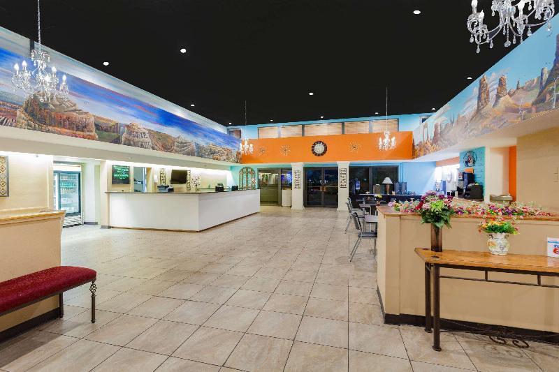 Lobby Howard Johnson By Wyndham Yuma