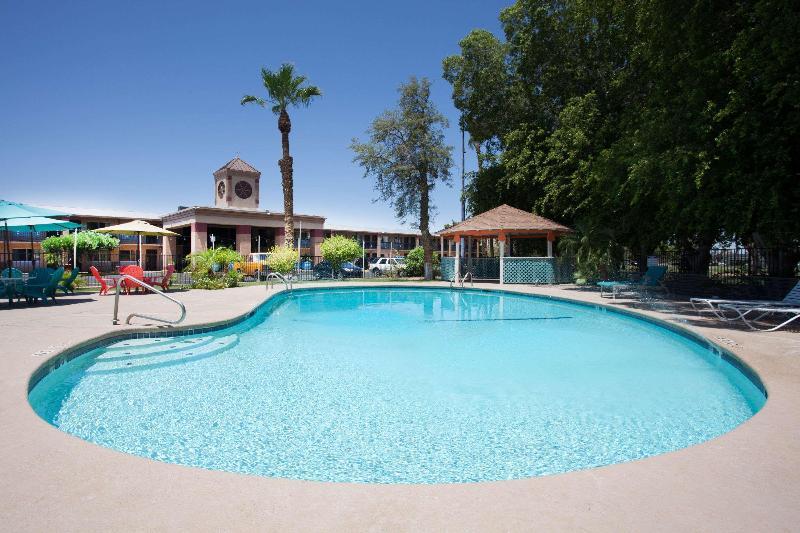 Pool Howard Johnson By Wyndham Yuma