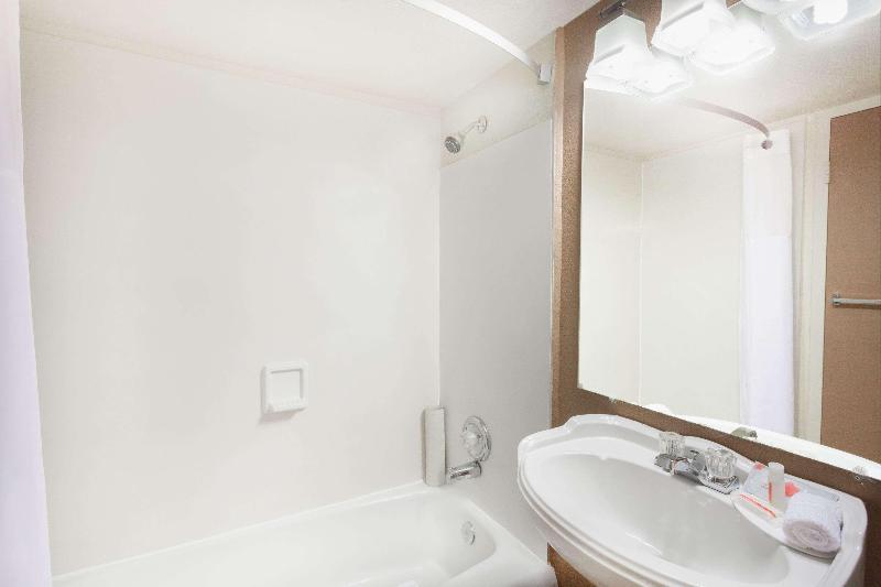 Room Howard Johnson By Wyndham Yuma