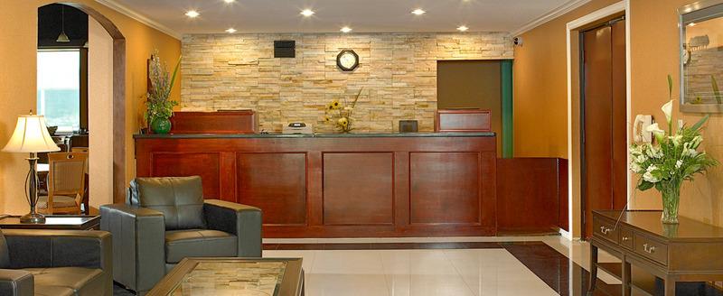Lobby Coast Fraser Inn
