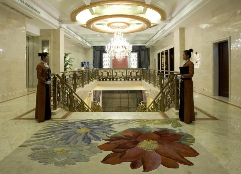 General view Treasure Island Hotel