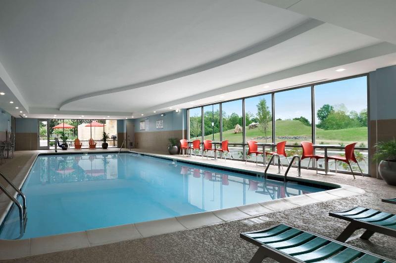 Pool Home2 Suites Nashville-airport
