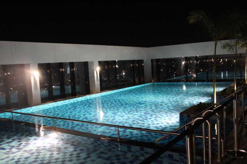 Pool Ganesh Meridian Hotel Ahmedabad