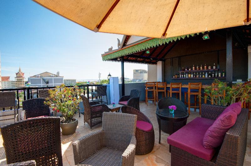 Queen Grand Boutique Hotel - Bar - 12