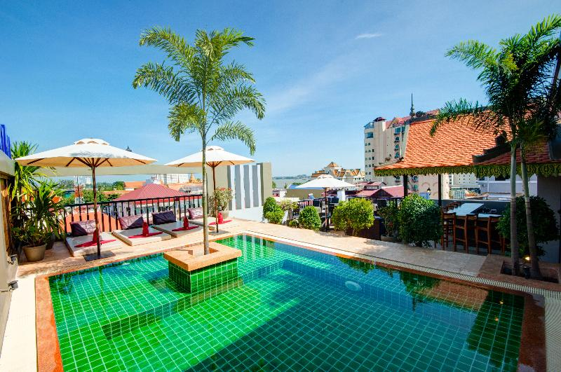Queen Grand Boutique Hotel - Pool - 2