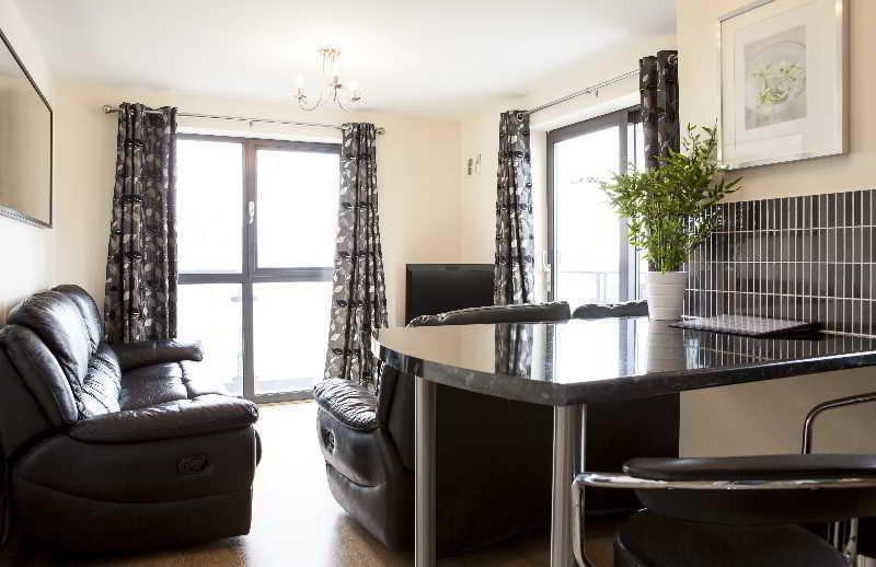 Lobby Cheltenham Plaza - Bliss Apartments