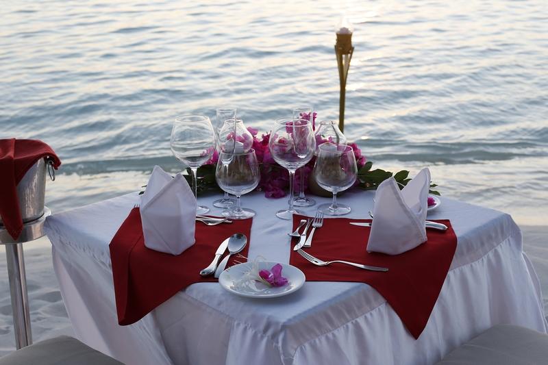 Nika Island Resort - Restaurant - 4