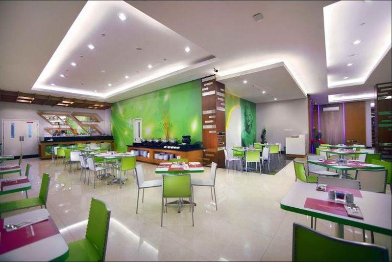 Favehotel Padjajaran Bogor - Pool - 8