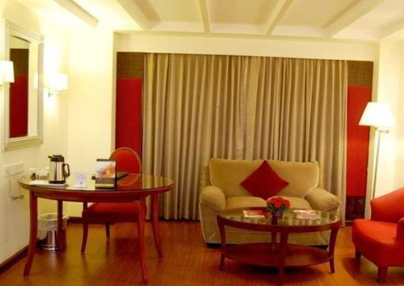 Room Quality Inn Sabari, T Nagar