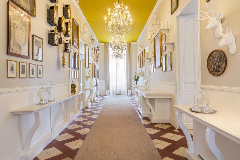Lobby Chateau De Mazan