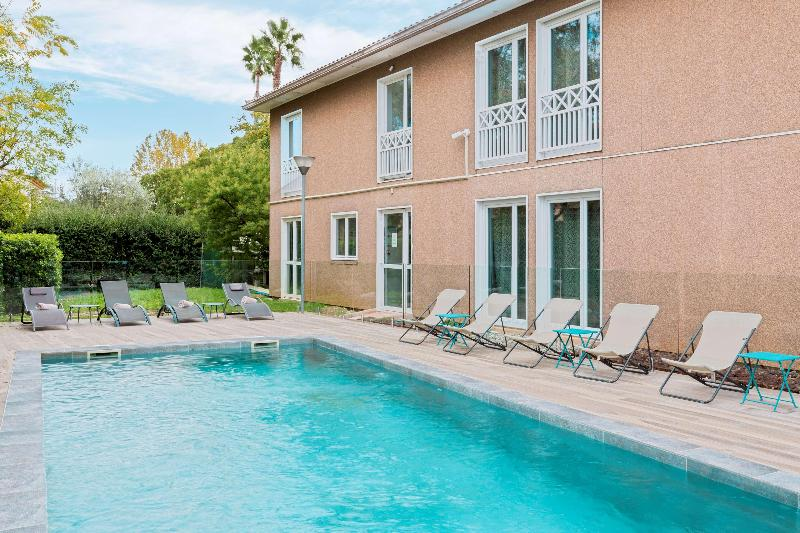 Pool Best Western Plus Jfk Inn & Suites