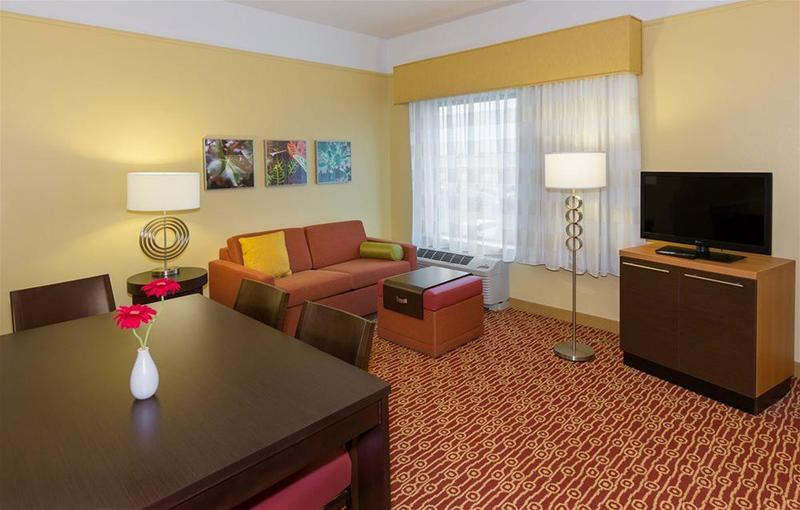 TownePlace Suites Buffalo Airport - Hotel - 1