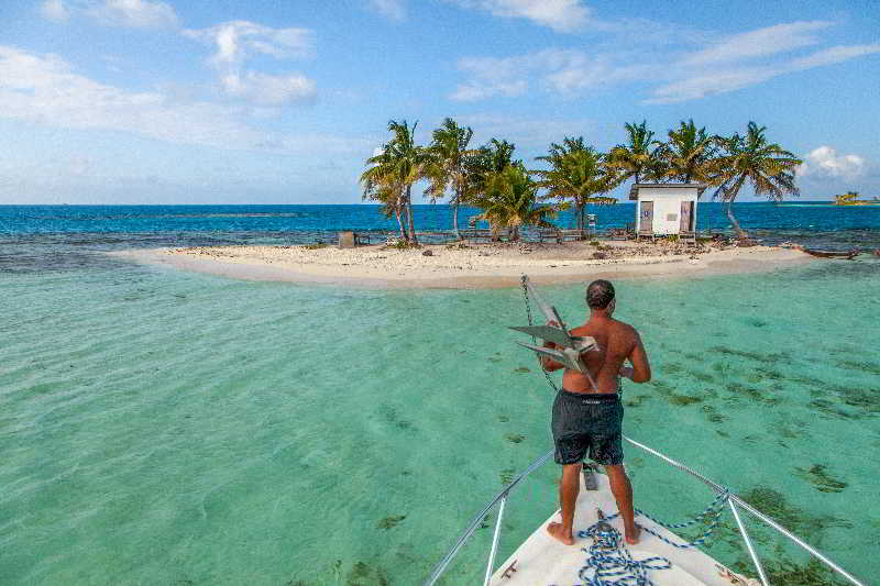 Sports and Entertainment Hatchet Caye Resort