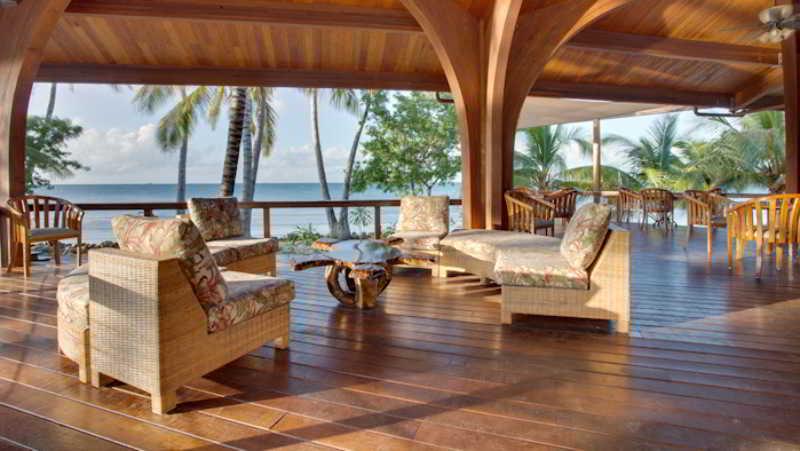 Restaurant Hatchet Caye Resort