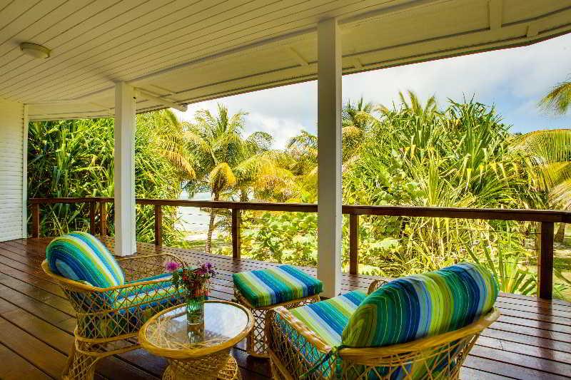 Room Hatchet Caye Resort