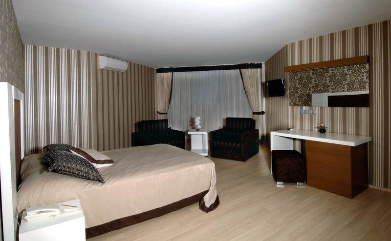 Han Hotel - Pool - 1