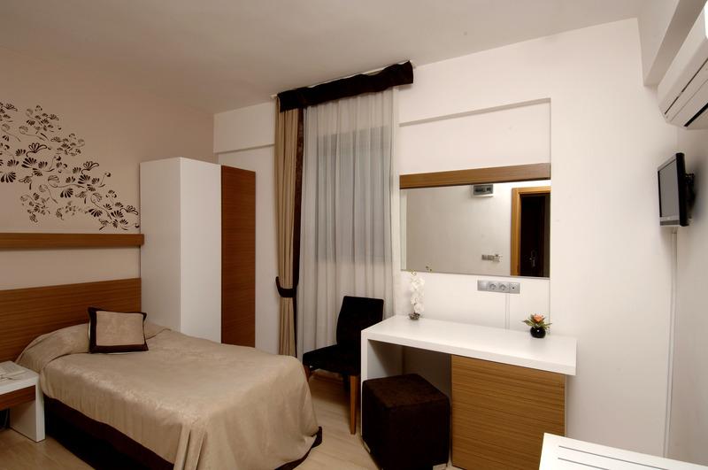 Han Hotel - Pool - 8
