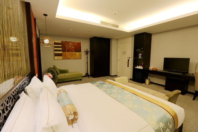 Fortune Hotel Shanghai - Room - 8