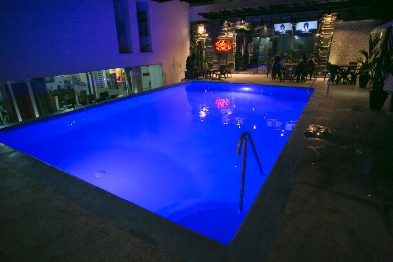 D Leon - Pool - 2