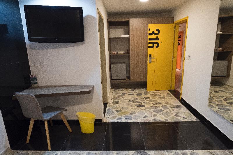 D Leon - Room - 10