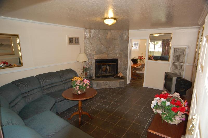 Lobby Tahoe Chalet Inn