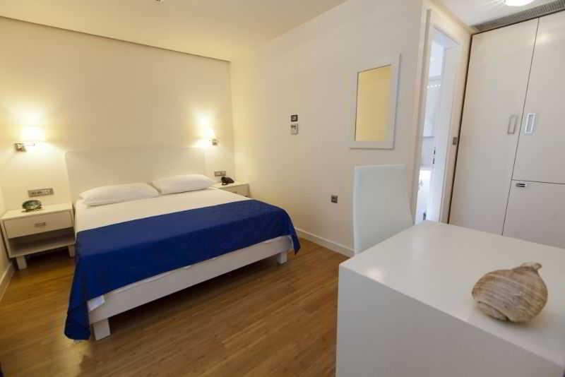 Room Pleter