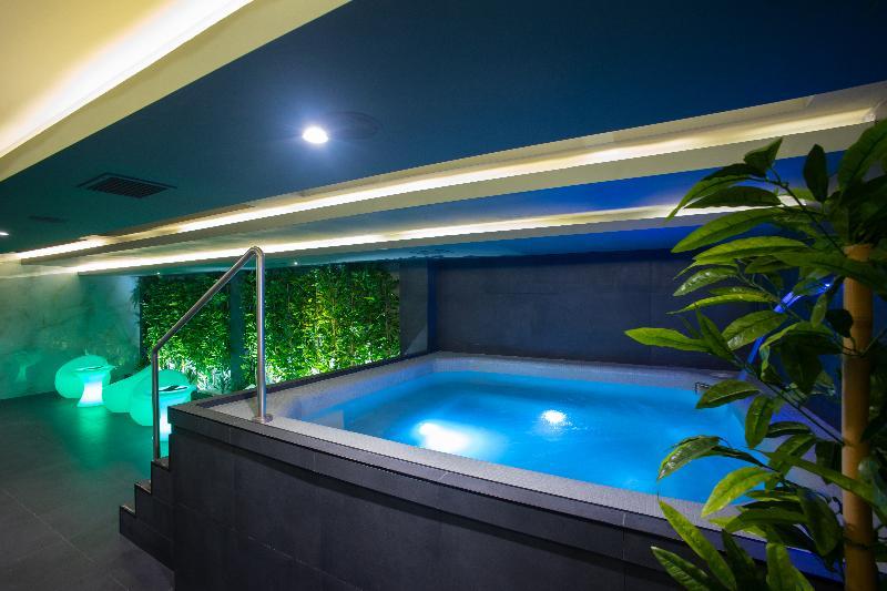 Pool Bushi Resort & Spa