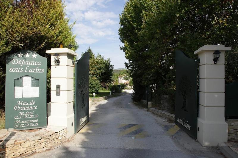 General view Hotel Dejeunez Sous L\'arbre