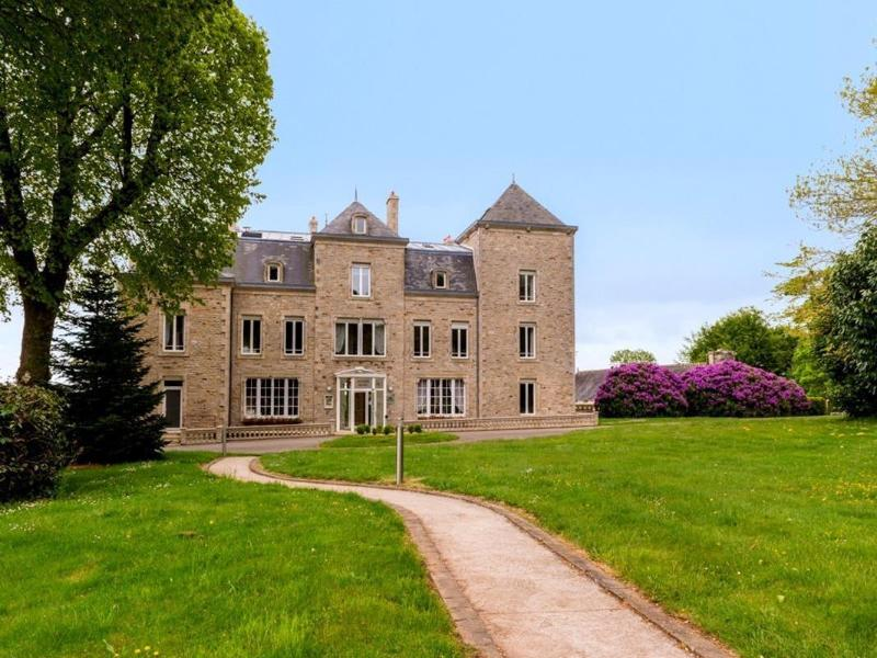 General view Manoir De Kerhuel