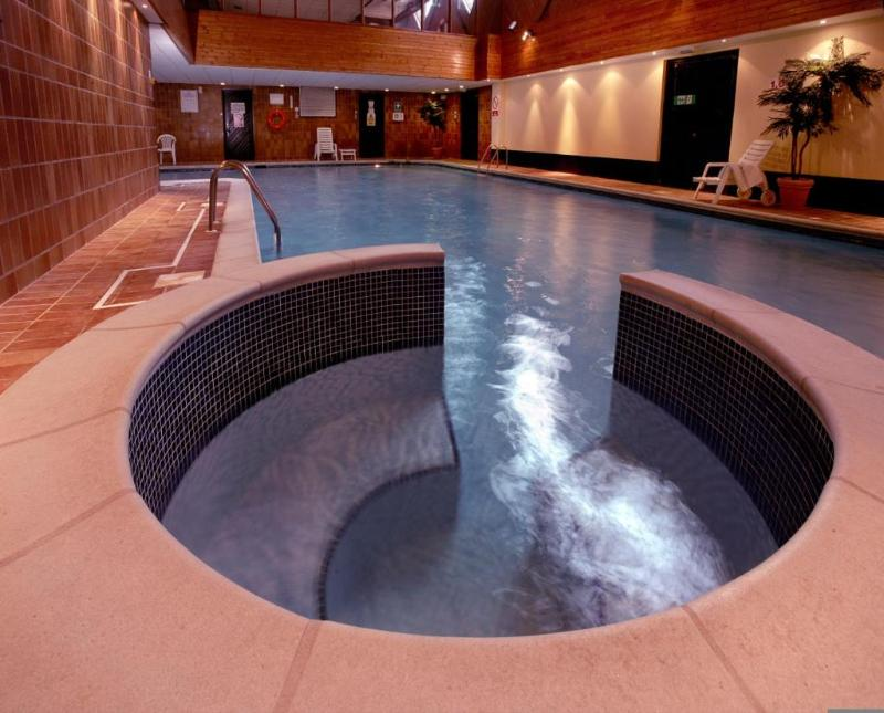 Sports and Entertainment Macdonald Elmers Court Resort Apartments