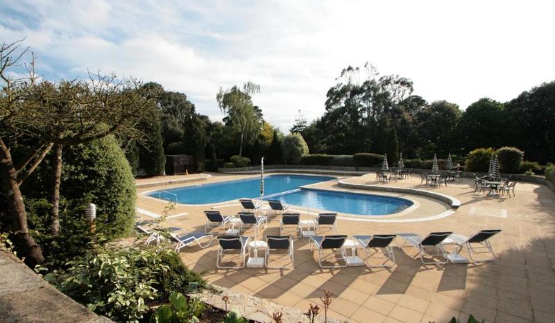 Pool Macdonald Elmers Court Resort Apartments
