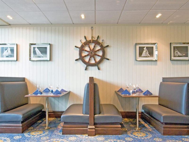 Restaurant Macdonald Elmers Court Resort Apartments