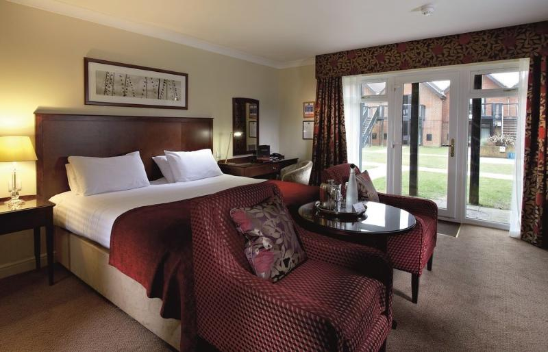 Room Macdonald Elmers Court Resort Apartments